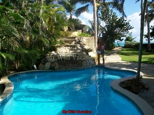 beach_villa_pool_and_jacuzzi
